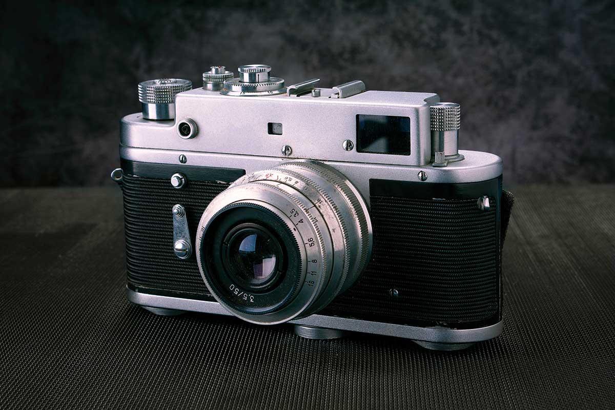 Appareil photo argentique vintage.