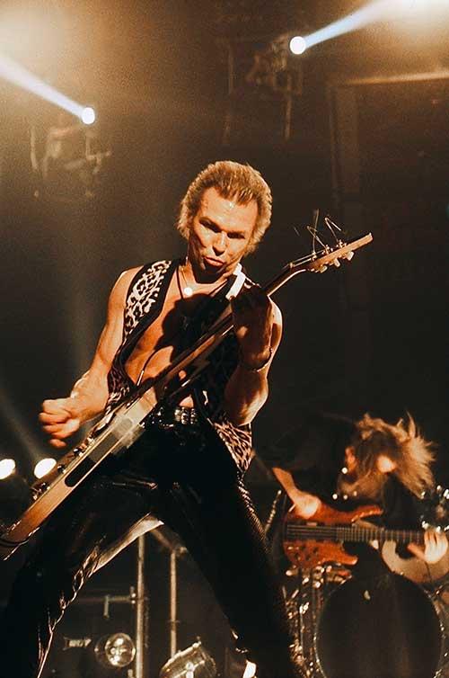 Rudolf Schenker, guitariste du groupe Scorpions. Photo par Nicolas Kontos.