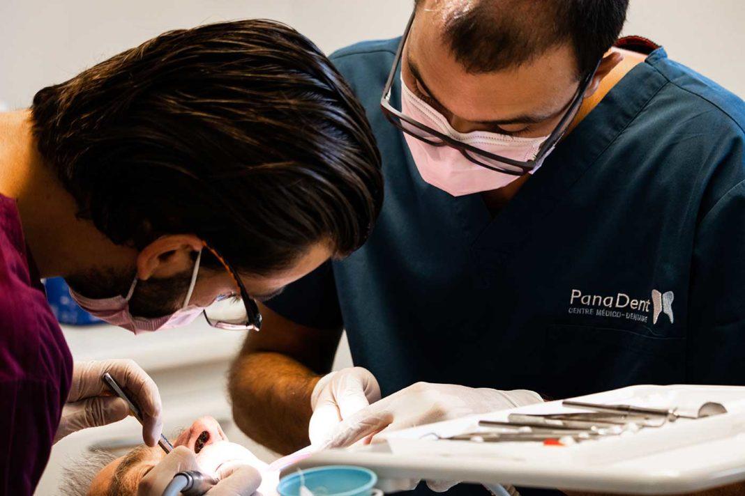 Nicola et Kosta Panajotovic, chirurgiens-dentistes en Suisse Romande.